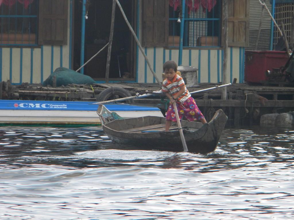 rivière Sangkaé, Tonlé Sap,  Battambang, Bouddha, stupas, Cambodge
