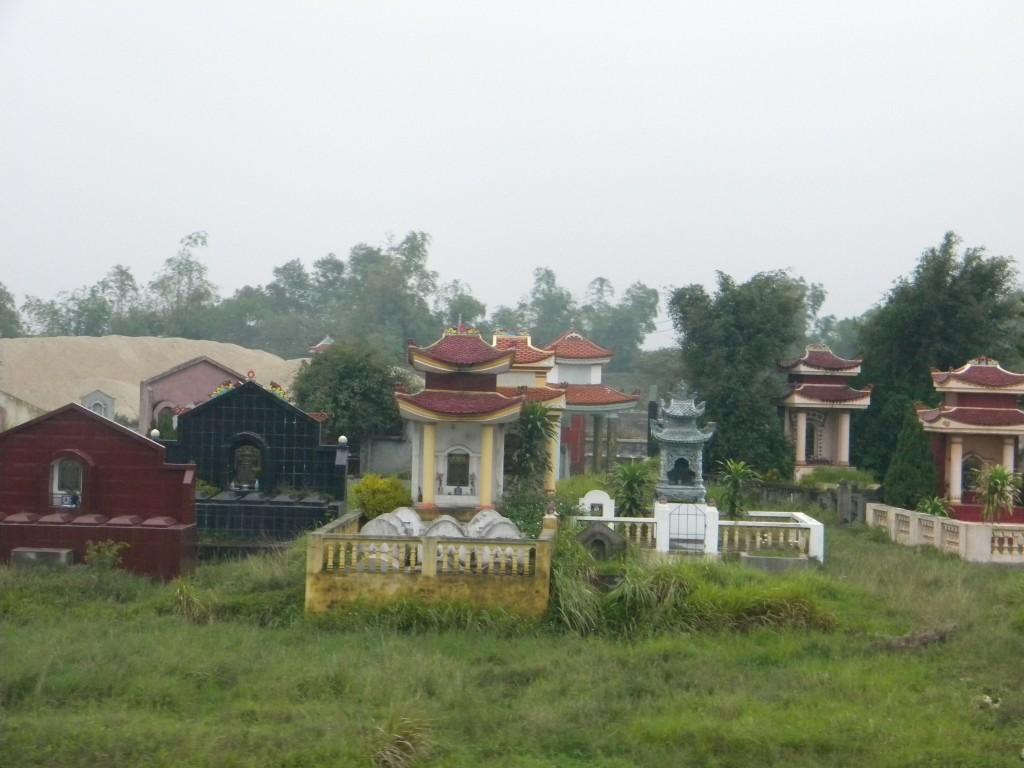 Cimetières vietnamiens, Vietnam