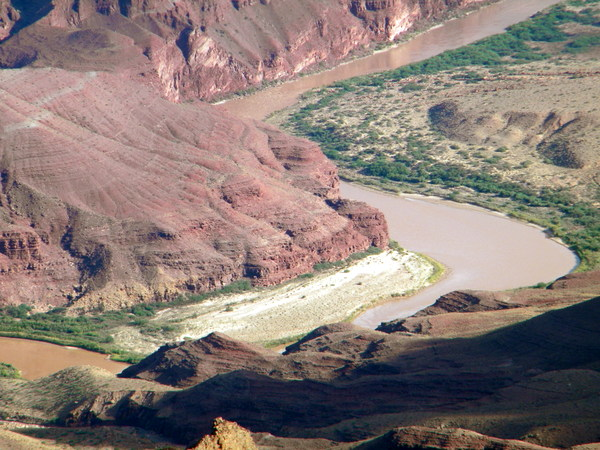 Le Colorado, au fond du Grand Canyon