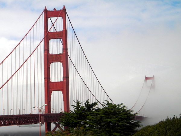Le Golden Gate dans la brume