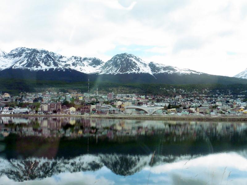 Reflet d'Ushuaia dans la baie