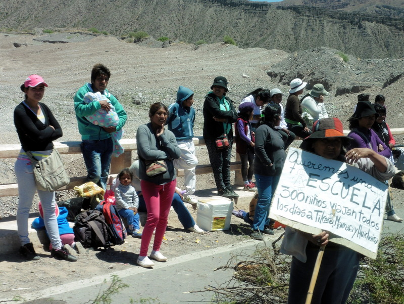 Manifestation pour obtenir une école