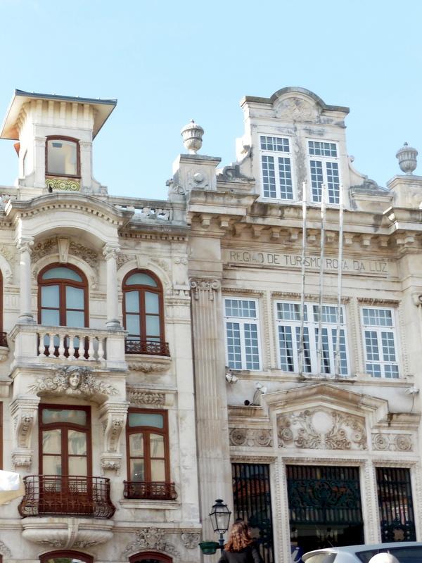 Belles façades en bordure du canal