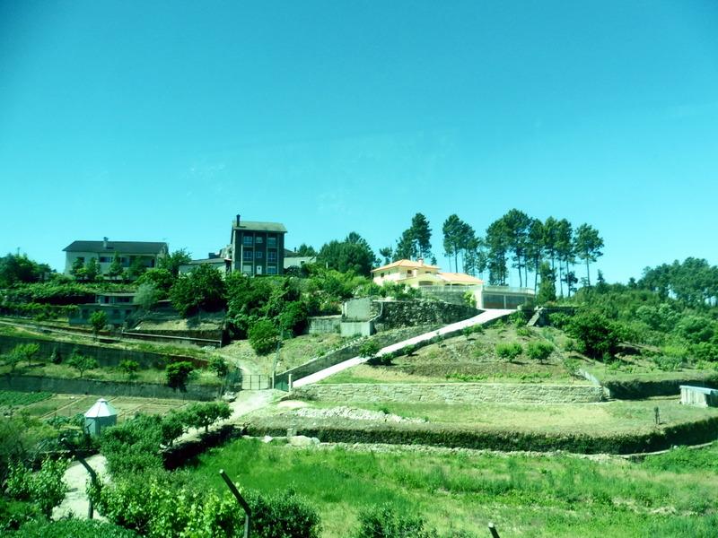 Jardins limités de murets de pierres sèches