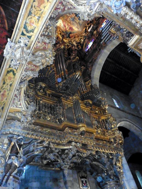 Tuyaux d'orgue verticaux et horizontaux