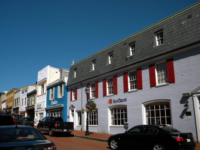 La rue qui mène au port