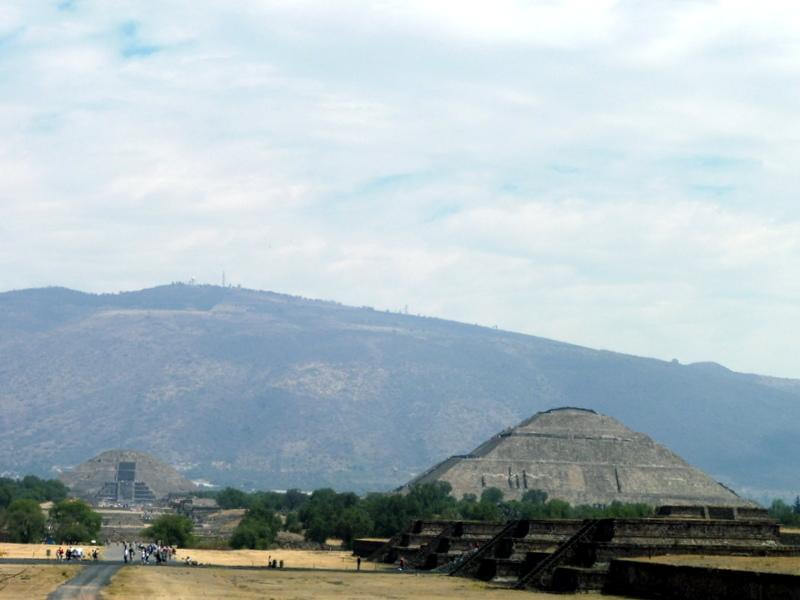 Les deux pyramides
