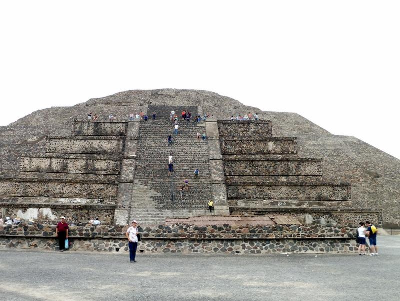 Escalade de la pyramide de la Lune