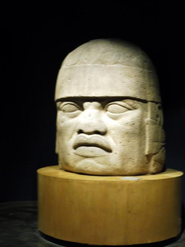 Tête monumentale olmèque