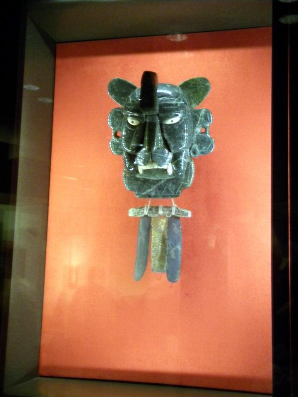 Pendentif en jade représentant le dieu chauve-souris