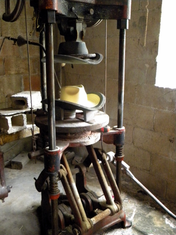 Presse à chapeaux