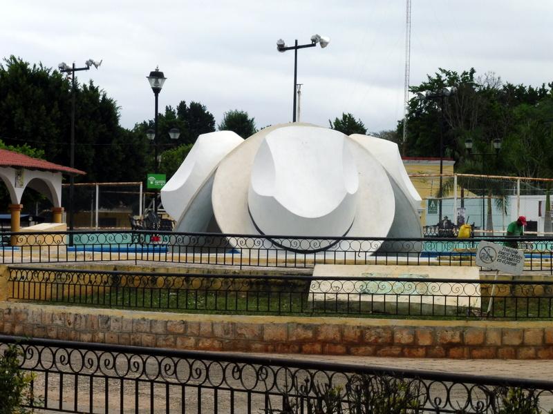 Le monument aux chapeaux