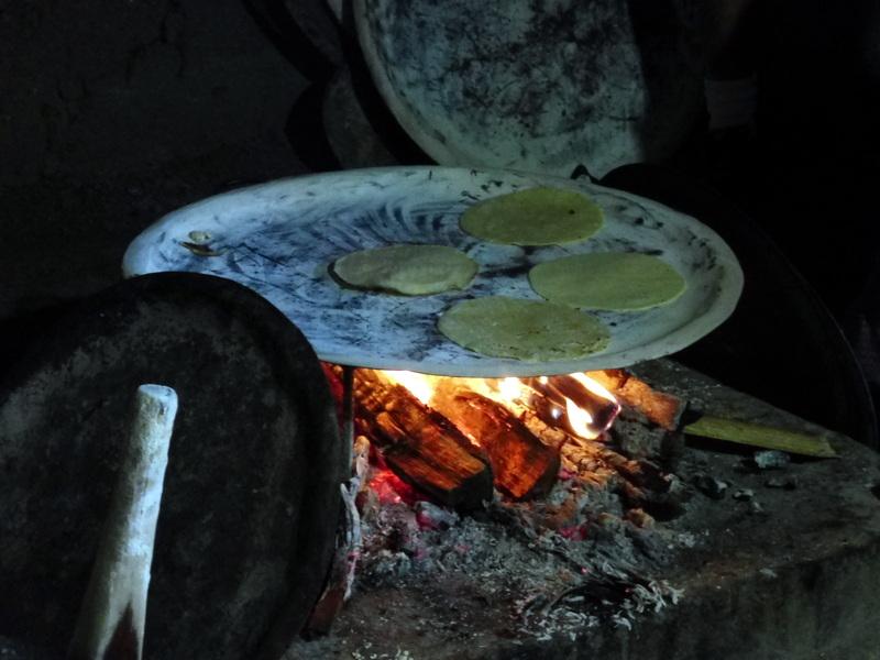 La cuisson des galettes de maïs