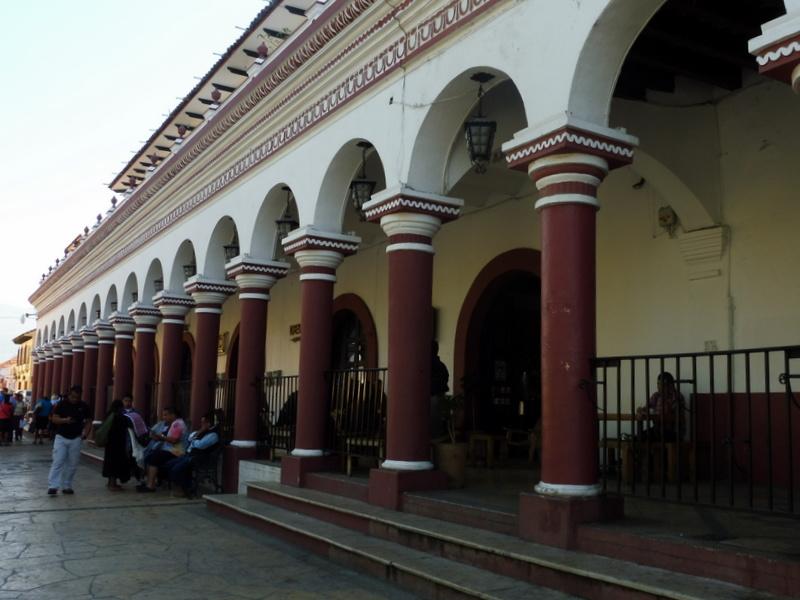 Bâtiment à colonnades