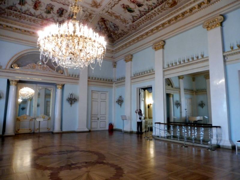 La salle aux colonnes blanches