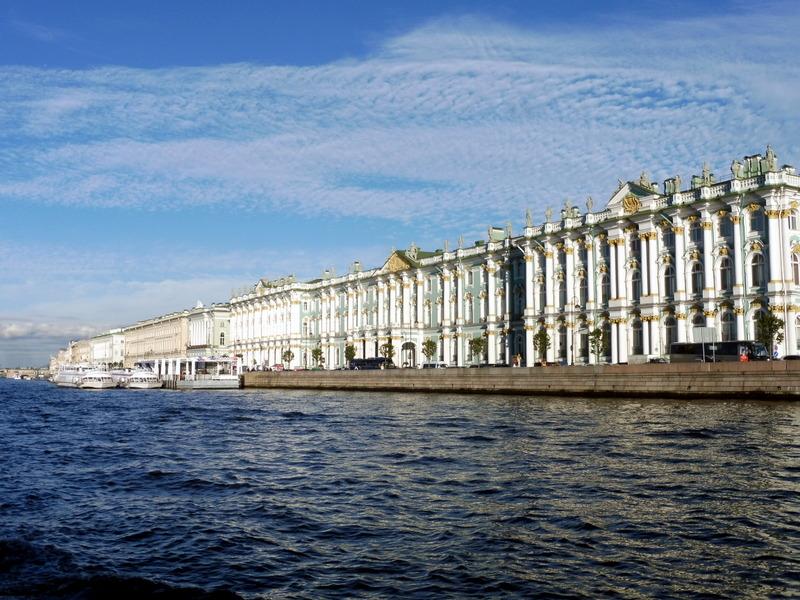 Palais sur les bords de la Neva