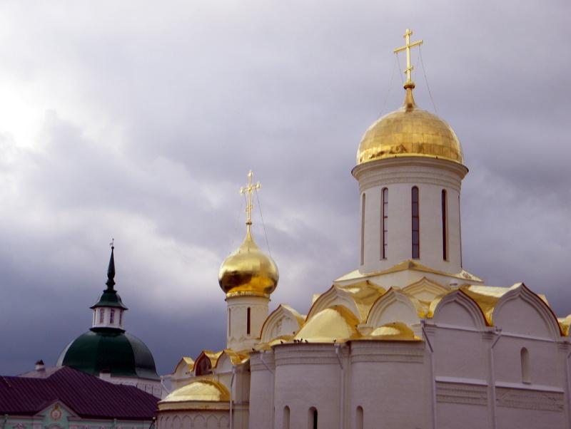 La cathédrale de la trinité-Les coupoles et les toits
