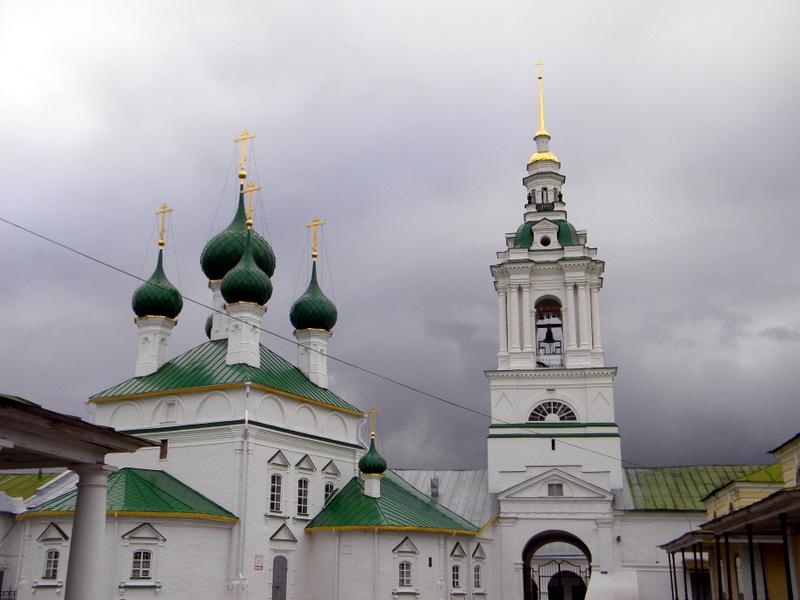 Les galeries, le beffroi et l'église