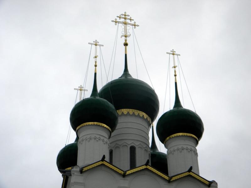 Les bulbes de l'Église Saint-Jean l'Évangéliste