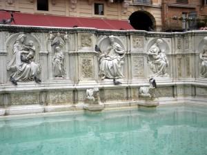 La fontaine Gaia de Jacopo della Quercia, Sienne, Toscane, Italie