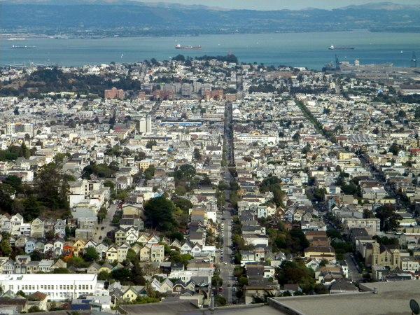 La ville, vue des collines
