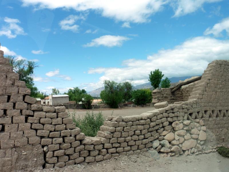 Mur en construction en adobe