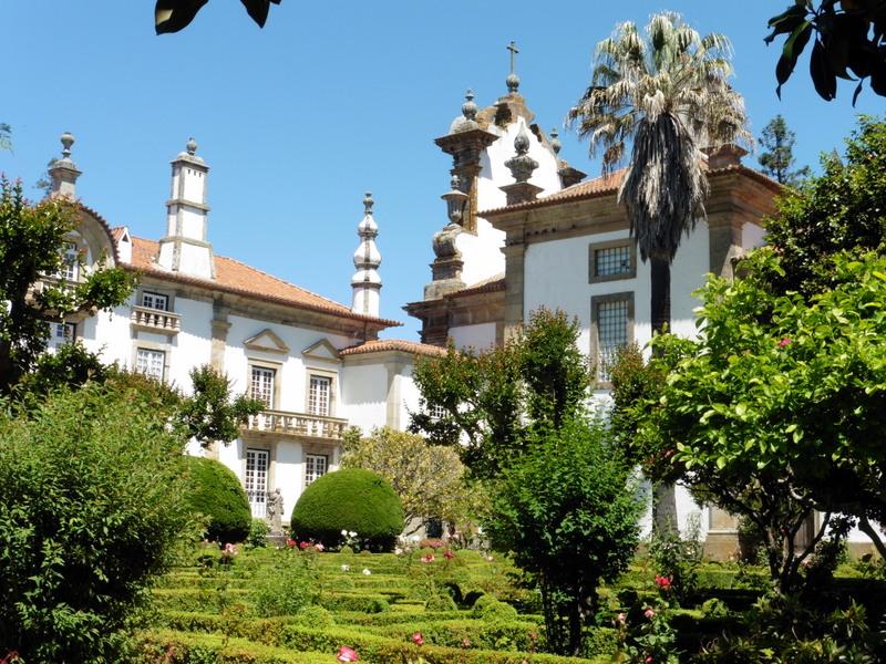 L'arrière du palais et la chapelle