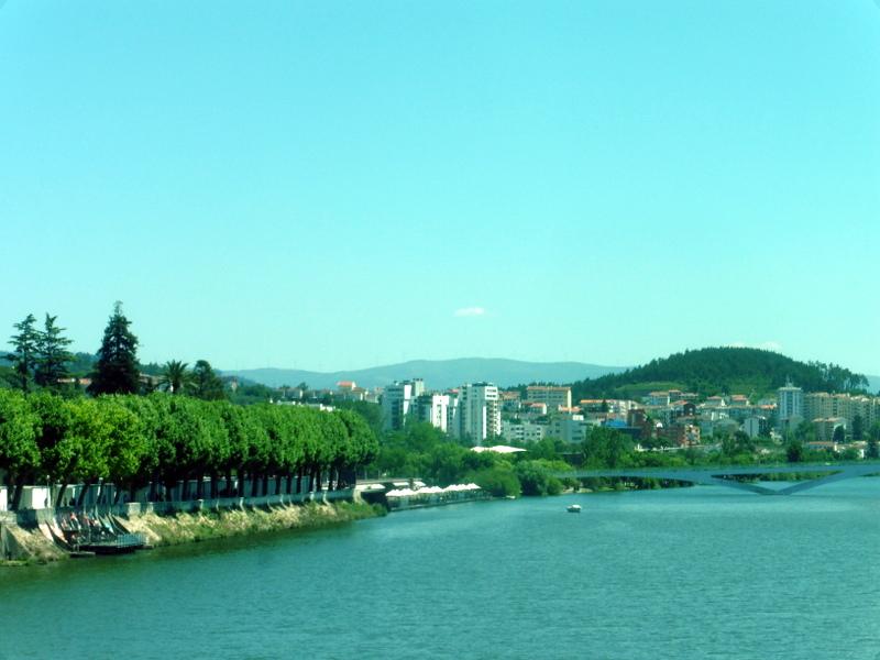 Coimbra sur la rive du Mondego