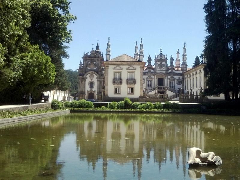 Le palais, vu du miroir d'eau