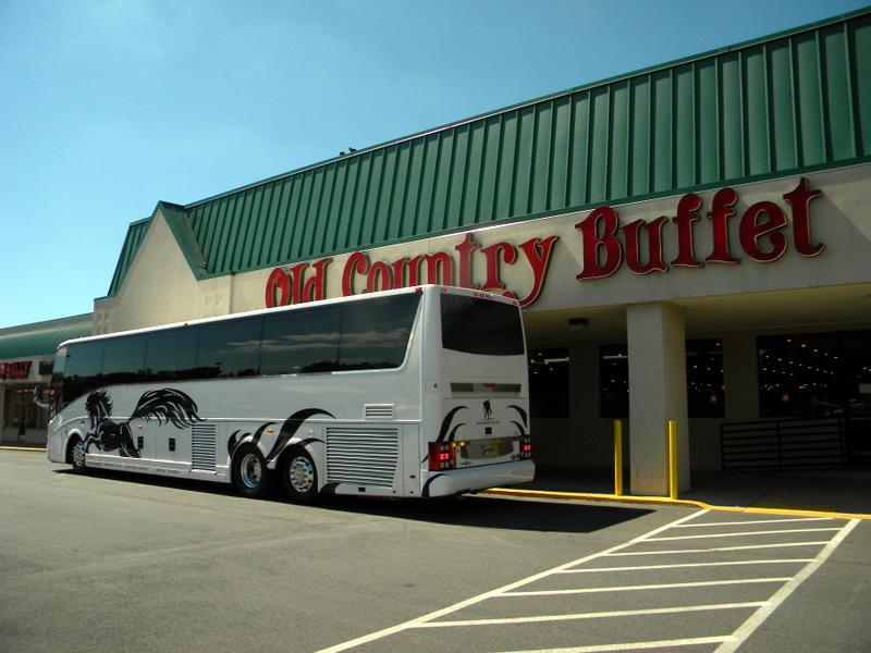 Notre bus devant l'Old Country Buffet