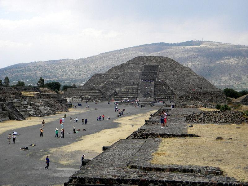 La pyramide de la Lune
