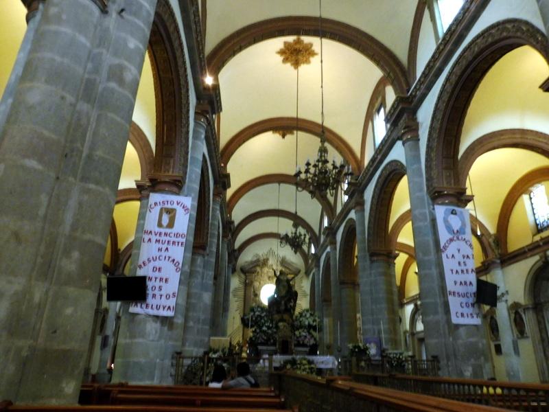 La cathédrale-La nef et l'autel