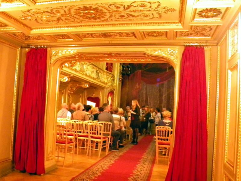 Le théâtre (1)