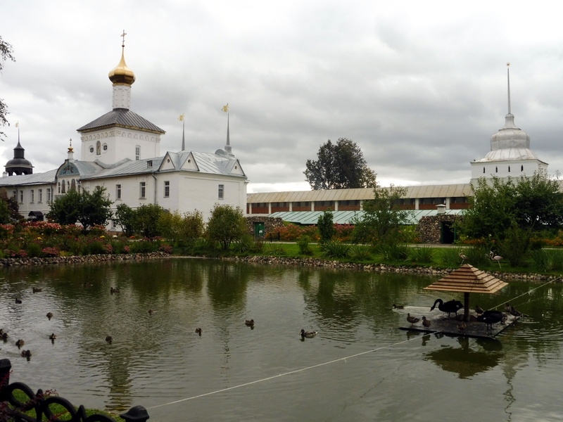 Le plan d'eau du monastère de Tolga