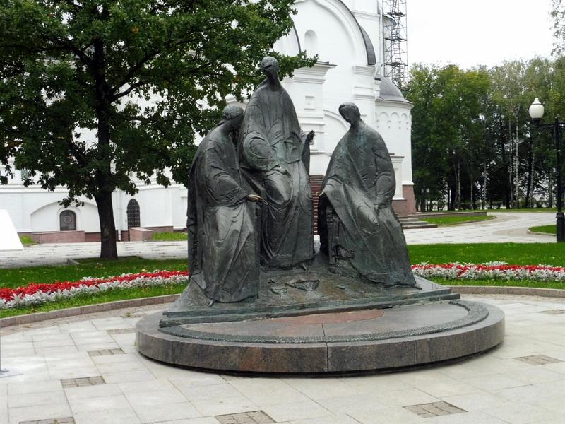 La statue de la Trinité