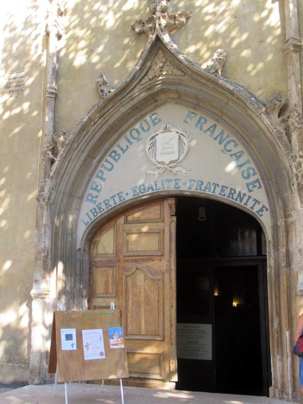 Aups, église Saint-Pancrace, portail de l'église Saint-Pancrace