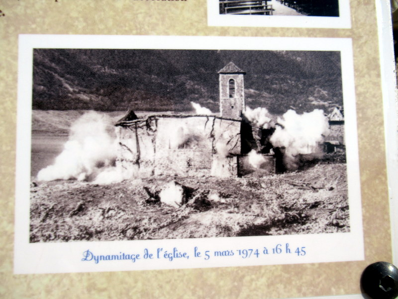 Village englouti, Les Salles sur Verdon, Lac de Sainte-Croix, Dynamitage de l'église