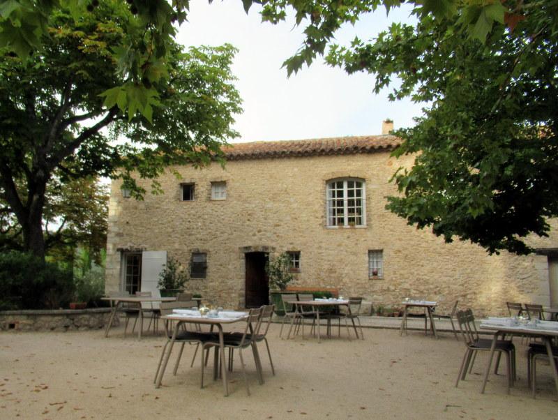 Moustiers-Sainte-Marie, Bastide de Moustiers, Terrasse du petit déjeuner