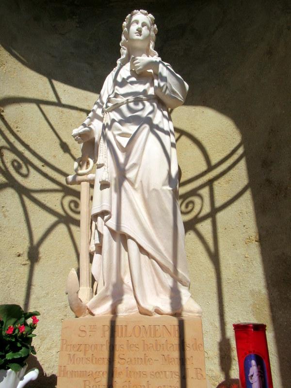 Moustiers-Sainte-Marie, Chapelle Notre-Dame de Beauvoir, oratoires dans la montée, Statue de sainte Philomène