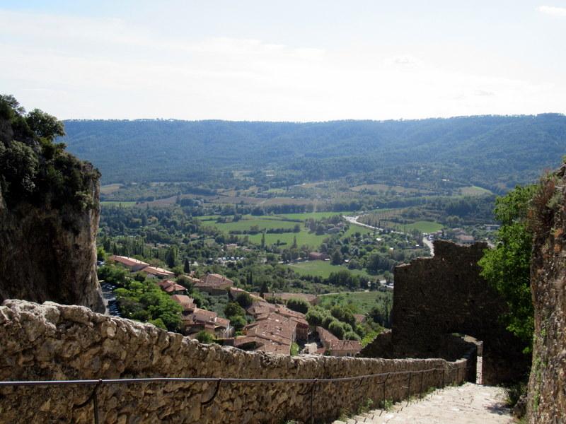Moustiers-Sainte-Marie, Chapelle Notre-Dame de Beauvoir, panorama sur le village et ses alentours depuis la chapelle