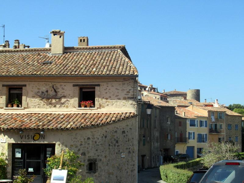 Tourtour, maisons de pierre dorée