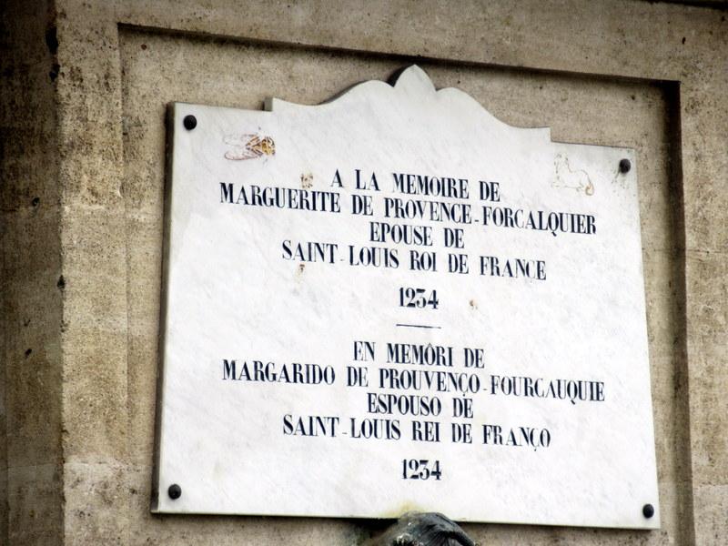 Forcalquier, plaque en mémoire de Marguerite de Provence, épouse de saint Louis, originaire de cette ville