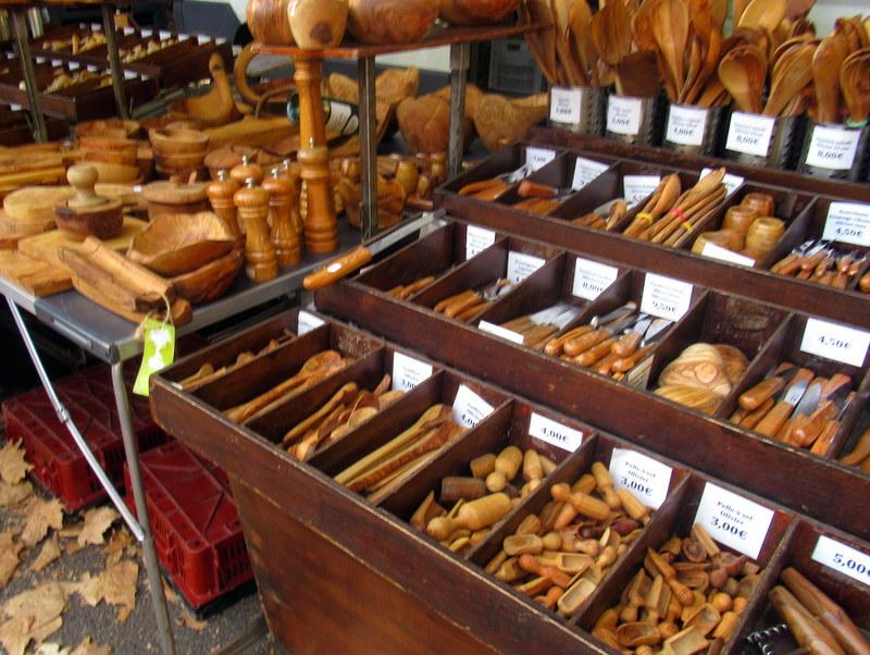 Marché de Forcalquier, objets en bois d'olivier