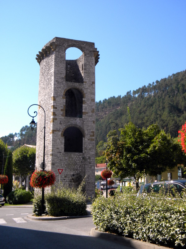 Alpes de Haute-Provence, Sisteron, les cinq tours