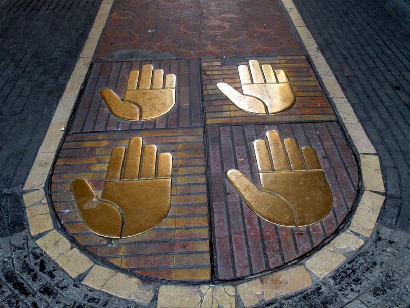 Manosque, armoiries, les quatre mains