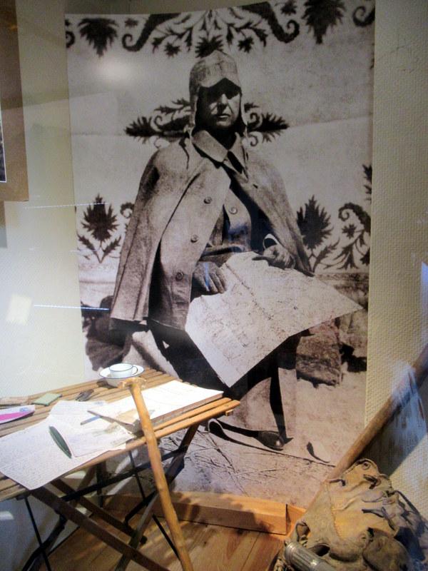 Digne, A. David-Néel, photo de l'exploratrice en voyage