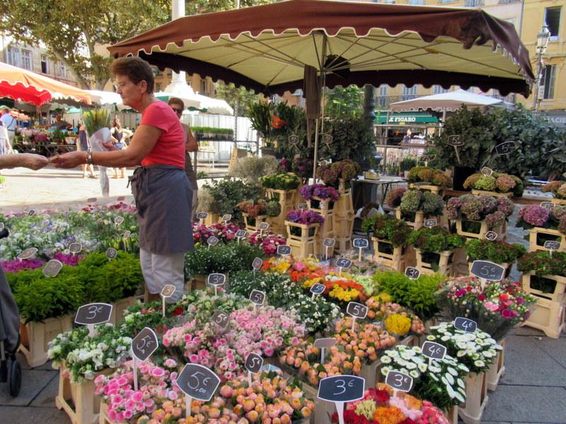 Aix-en-Provence, place de l'Hôtel de Ville, marché aux fleurs