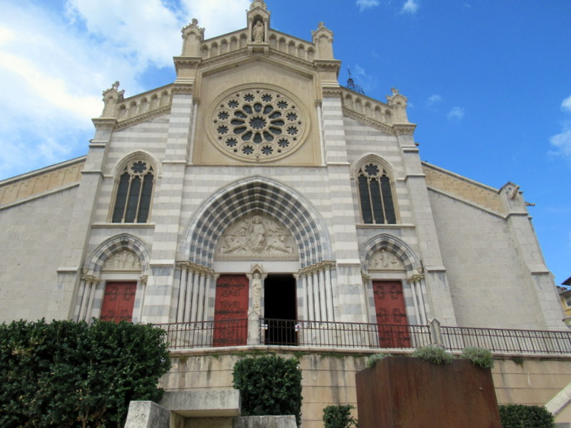 Digne, Extérieur de la cathédrale