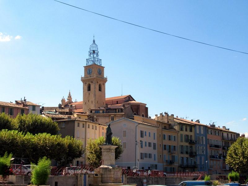 La cathédrale de Digne et son campanile en fer forgé