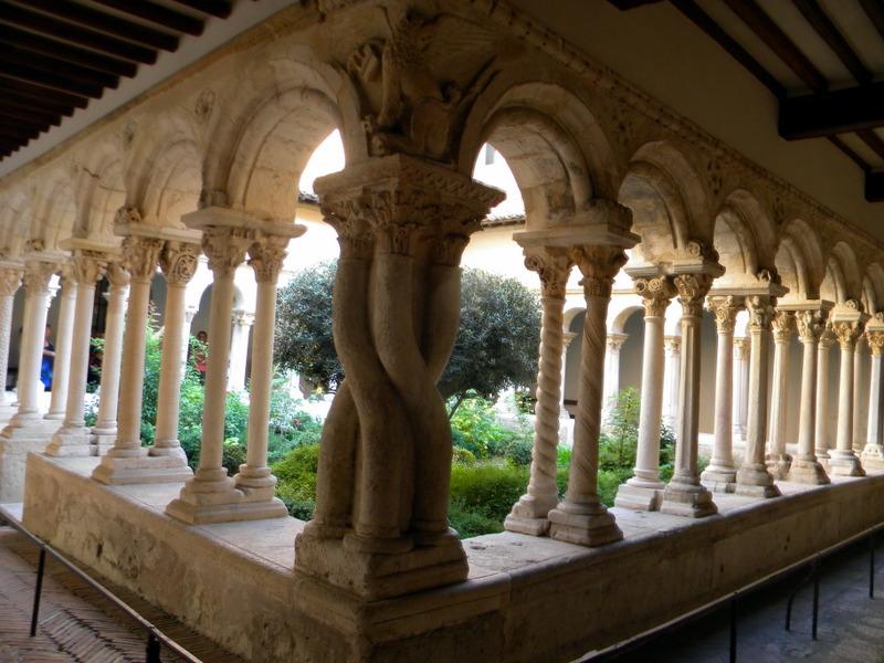 Aix-en-Provence, cloître Saint-Sauveur, colonnade